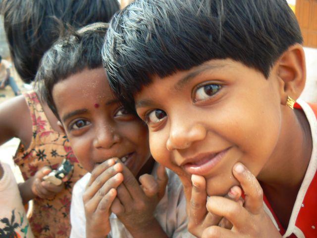 Zdjęcia: Kanyakumari, Kerala., Zaciekawione dzieci., INDIE