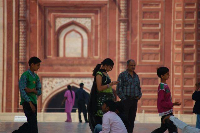 Zdjęcia: Agra, Uttar Pradesh, Hindusi również doceniają piękno Taj Mahal, INDIE