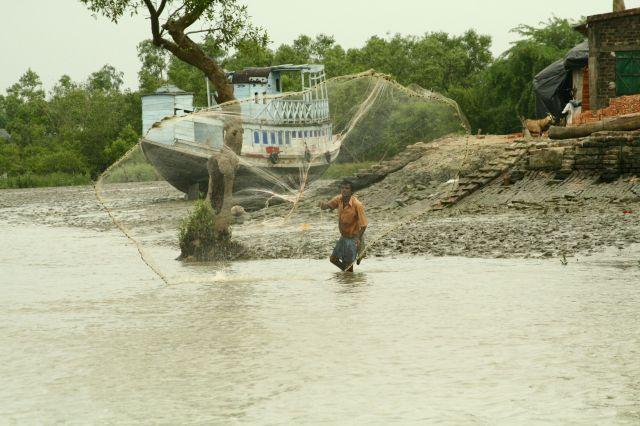 Zdjęcia: DELTA GANGESU, WEST BENGAL, RYBAK, INDIE
