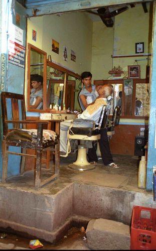 Zdjęcia: Varanasi, Fryzjer - wersja Lux, INDIE