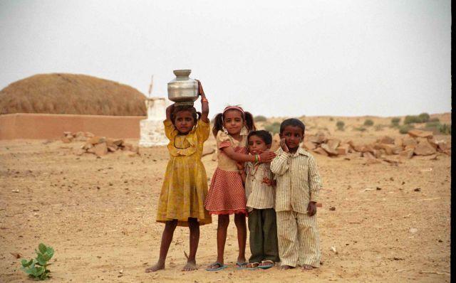 Zdjęcia: Jaisalmer, Rajastan - przy granicy z Pakistanem, Osada na pustyni, INDIE
