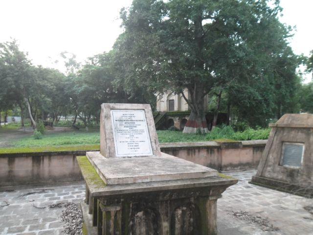 Zdjęcia: La Martiniere, Lucknow, Grob czlowieka, ktory zakonczyl dynastie, INDIE