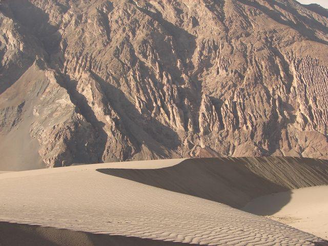 Zdj�cia: Ladakh -dolina Nubra, Kashmir - , pustynia w dolinie Nubra , INDIE