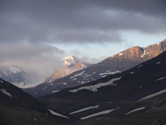 Zdjęcia: Ladakh - Droga Leh - Manali, Kashmir - , wschód słońca w rejonie Sarchu, INDIE