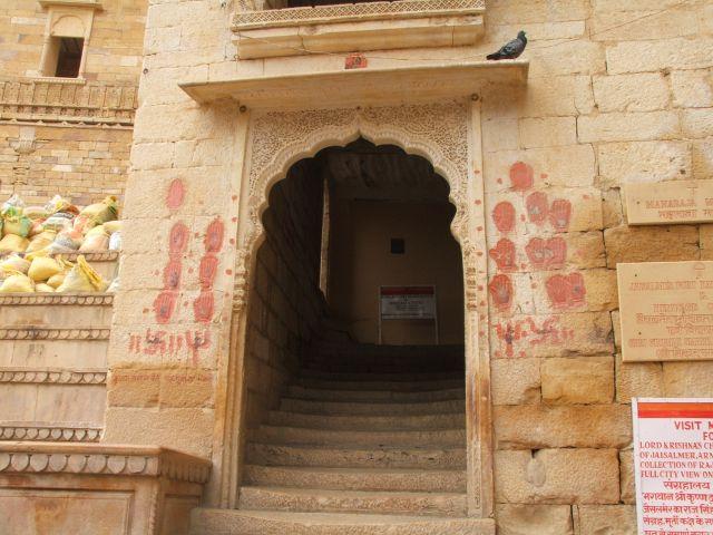 Zdj�cia: Jaisalmer, Radjastan, Posz�y z nim na stos..., INDIE