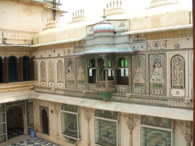 Zdjęcia: Udajpur, Radjastan, Pawi dziedziniec- Udajpur, INDIE