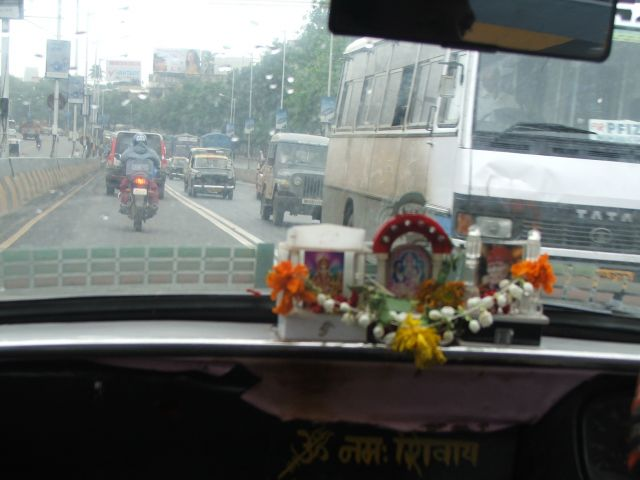 Zdjęcia: Mumbaj, Mumbaj, Czcijmy Mahalakshmi- taksówka w Mumbaju, INDIE