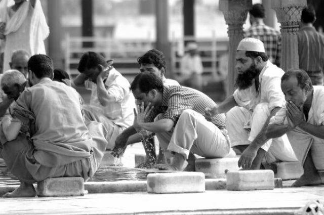 Zdj�cia: Delhi, Kolory Indii - w meczecie, INDIE
