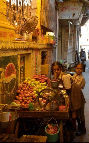 Zdjęcia: Varanasi, Uliczka w Indiach, INDIE