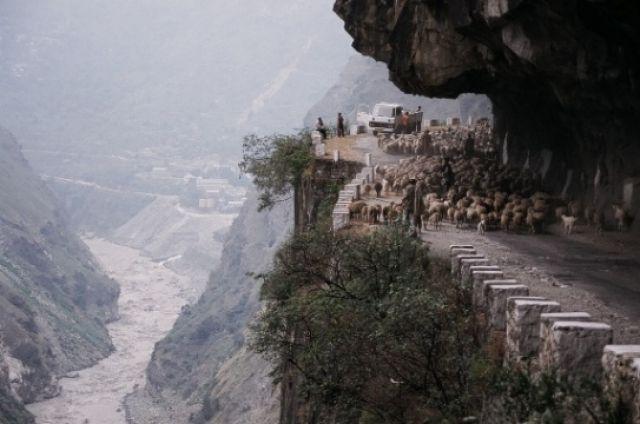 Zdjęcia: Na północ od Rampur, Stan Himachal Pradesh, Droga z fantazją, INDIE