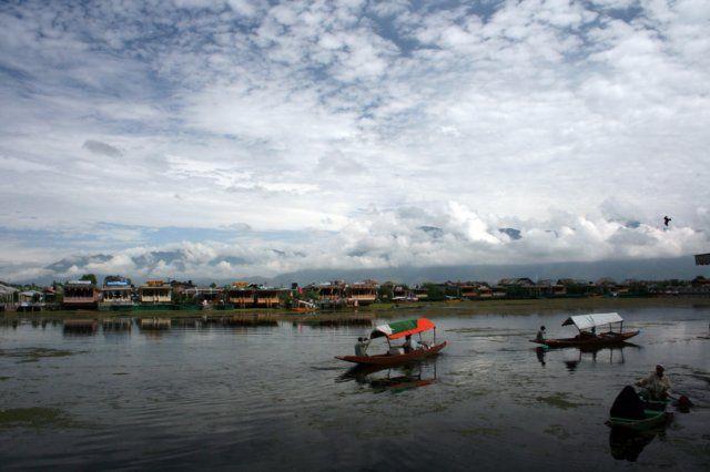 Zdjęcia: Śrinagar, Kaszmir, Poranek nad jeziorem, INDIE