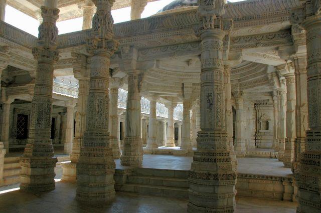 Zdjęcia: Ranakpur, Rajastan, w świątyni Dilwara, INDIE