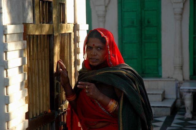 Zdjęcia: Pushkar, Rajastan, modląca się, INDIE