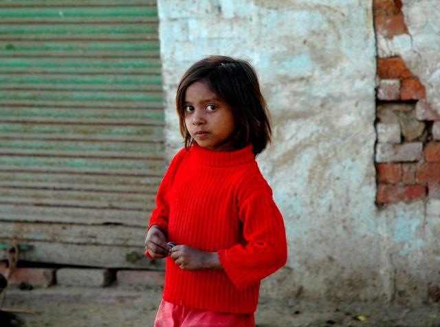 Zdjęcia: w drodze, Rajastan, dziewczynka, INDIE