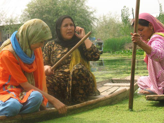Zdjęcia: Srinagar - jezioro Dal, Kaszmir, sąsiedzkie pogaduszki, INDIE