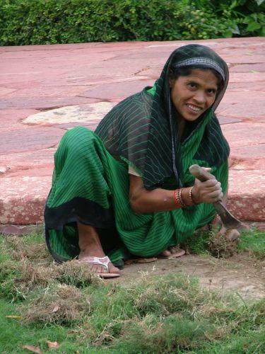 Zdj�cia: Agra, kobieta podczas pracy , INDIE