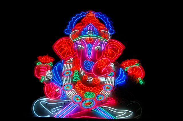Zdjęcia: Poone, Neonowy Ganesh, INDIE
