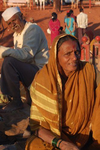 Zdjęcia: Okolice Poone, Targowisko, INDIE