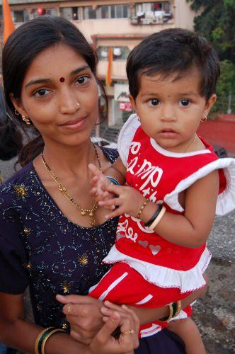 Zdjęcia: Poone, Matka z dzieckiem, INDIE