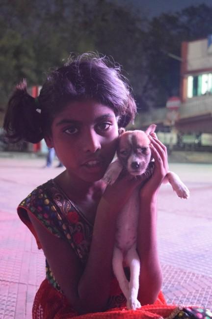 Zdjęcia: Madurai, Tamilnadu, dziewczynka z psem, INDIE