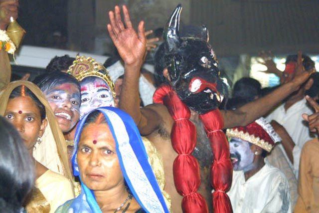 Zdjęcia: Waranasi, Uttar Pradesh, Wielka parada z okazji zaslubin Siwy, INDIE