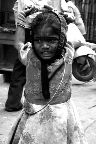 Zdjęcia: Delhi, bezdomna dziewczynka, INDIE