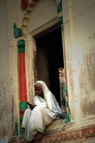 Zdj�cia: Varanasi, zamyslona kobieta, INDIE