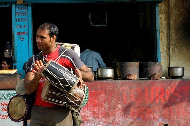 Zdj�cia: Rishikesh, uliczny sprzedawca bebenkow, INDIE