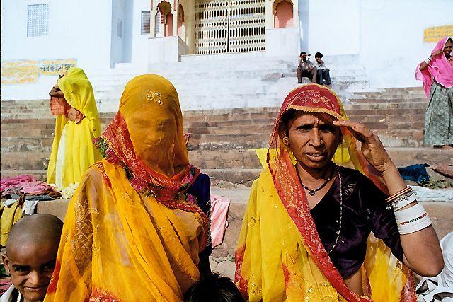 Zdjęcia: Pushkar, Pielgrzymi nad jeziorem Pushkar, INDIE