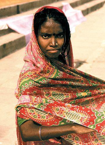 Zdjęcia: Varanasi, dziewczyna nad Gangą, INDIE
