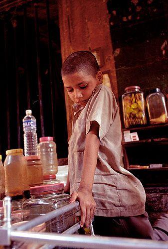 """Zdjęcia: Varanasi, """"Sklep spożywczy"""" w Varanasi, INDIE"""