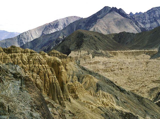 Zdj�cia: krajobraz ksi�ycowy w drodze z Leh do Lamyuru, Ladakh- J&K-Indie P�nocne, W drodze do Lamayuru, INDIE