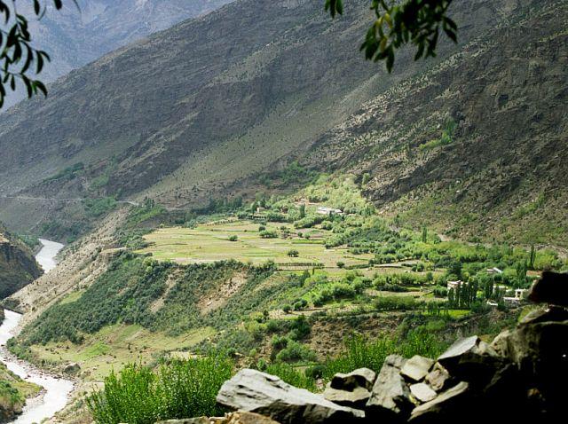 Zdjęcia: Keylong w drodze do Khardong Gonpa, Keylong- Lahaul- Indie Północne, Terasy uprawne Keylong, INDIE