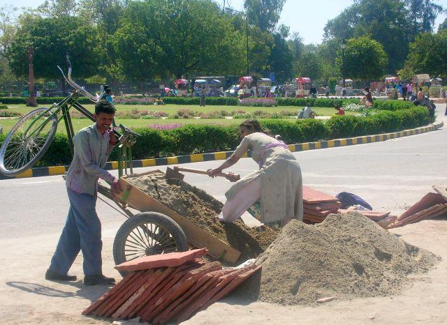 Zdjęcia: AGRA, prace drogowe, INDIE