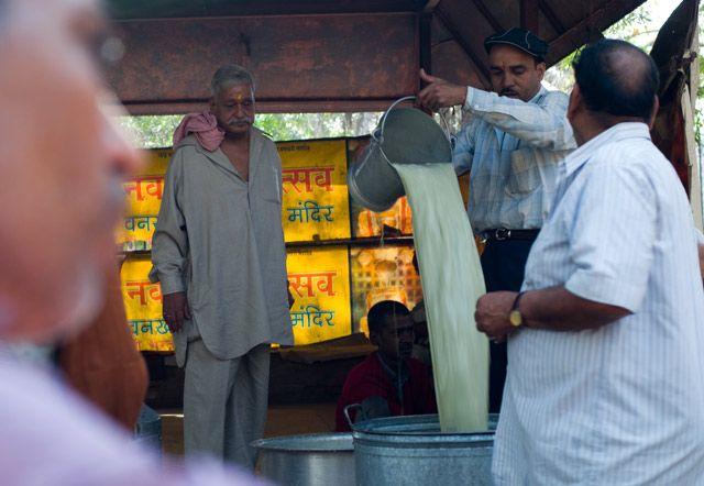 Zdjęcia: Świątynia Shivy przy Old Delhi, Delhi, bhang czyli inaczej special lassi, INDIE