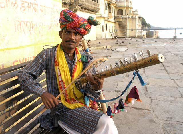 Zdjęcia: Udaipur, Rajasthan, muzyk z pustyni, INDIE