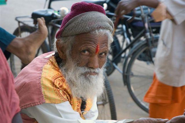 Zdjęcia: Pushkar, Radżastan, Sadhu pod swiatynia w Pushkarze, INDIE
