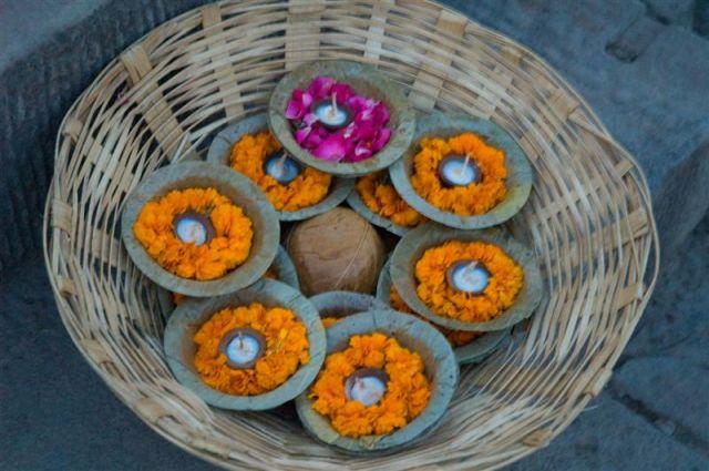 Zdjęcia: Varanasi, Uttar Pradesh, Varanasi - ofiarna pudża, INDIE