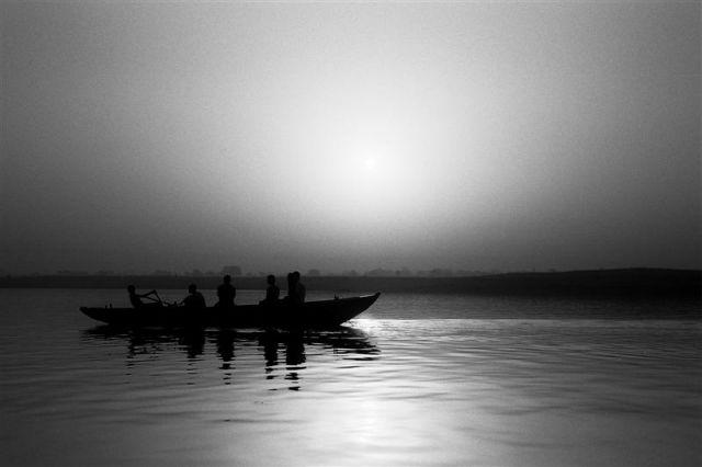 Zdjęcia: Varanasi, Uttar Pradesh, Indie inaczej - Ganges o świcie, INDIE