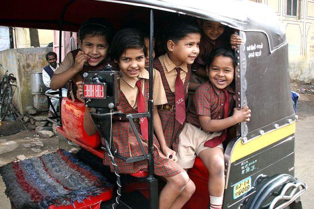 Zdjęcia: JANPUR, W drodze do szkoły, INDIE