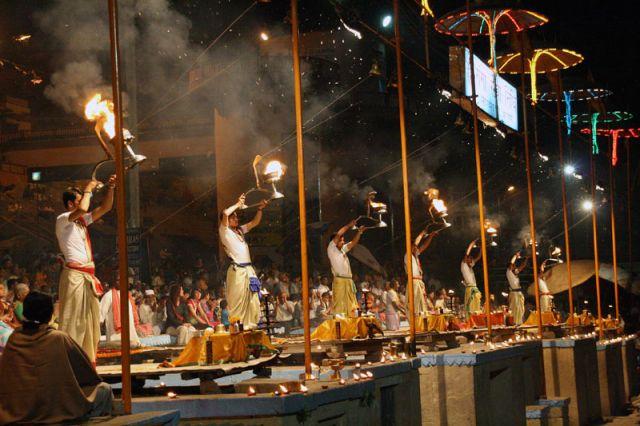Zdjęcia: VARANASI Poświęcenie Gangesu, *, INDIE
