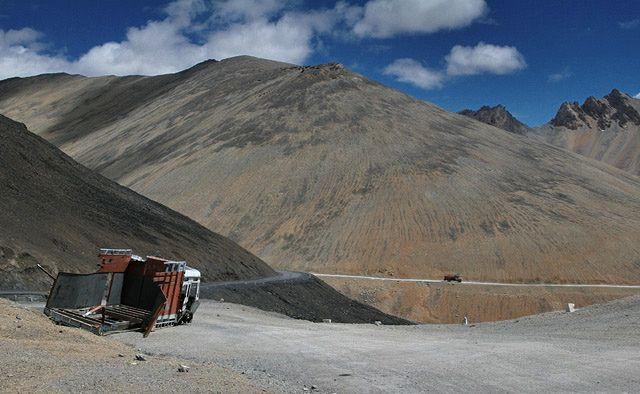 Zdjęcia: droga Manali-Leh, Ladakh, Ciężarówka, INDIE