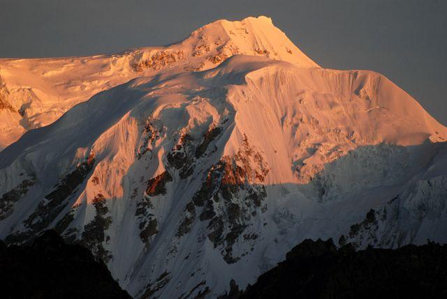 Zdjęcia: rejon Kangdzendzongi, sikkim, Szczyt Kabru 7338 m o wschodzie słońca, INDIE