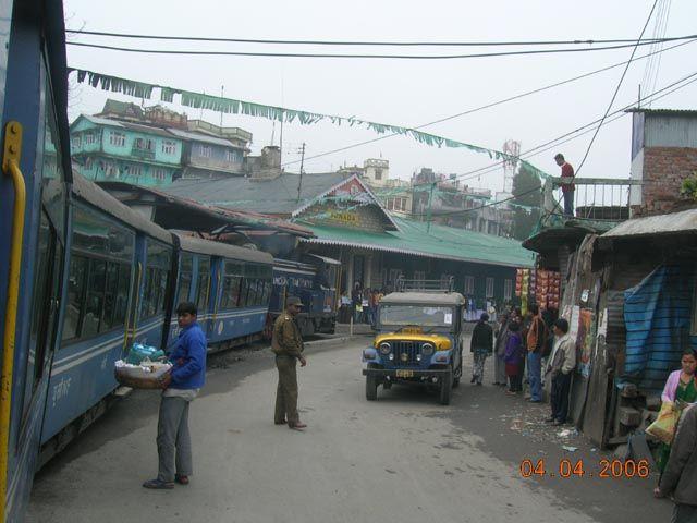 Zdjęcia: Trasa Darjeeling - Siliguri, Bengal Zachodni, przejazd przez miasto 2, INDIE