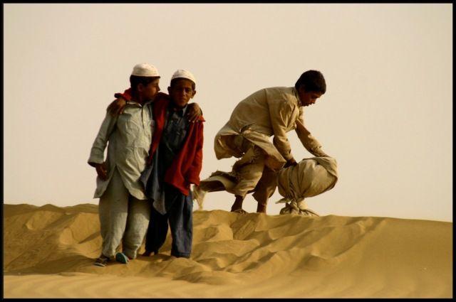 Zdjęcia: okolice Jaisalmer, Rajastan, dzieci pustyni, INDIE