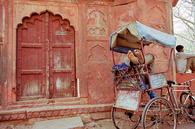 Zdjęcia: Agra, odpoczynek w rykszy, INDIE