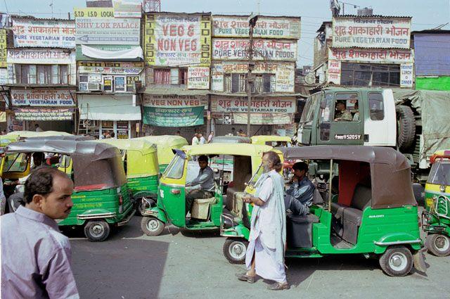 """Zdjęcia: Ahmedabad, pierwsze """"dotkniecie"""" Delhi po wyjsciu z dworca, INDIE"""