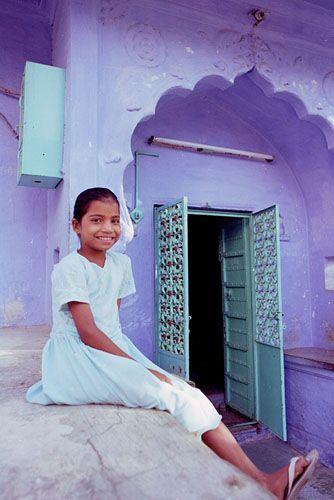 Zdj�cia: Jodhpur, Rajasthan, dziewczynka z Bl�kitnego Miasta, INDIE