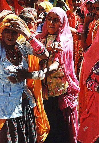 Zdjęcia: Mount Abu, Rajasthan, kobiety przy świątyni, INDIE