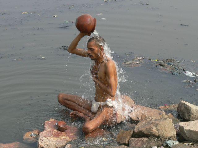 Zdjęcia: Agra - rzeka Jamuna, Popołudniowa ablucja, INDIE